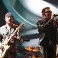 The Edge et Bono de U2 à Somerset, le 24 juin 2011.