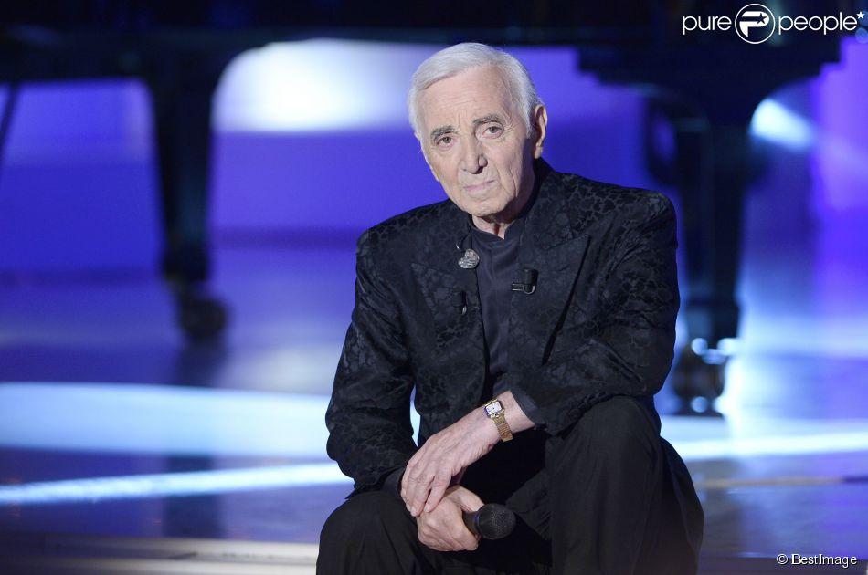 Charles Aznavour participe à l'enregistrement de  Vivement dimanche  sur France 2, le 29 avril 2015 (diffusion de l'émission : le dimanche 3 mai 2015 sur France 2).