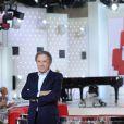 Michel Drucker participe à l'enregistrement de  Vivement dimanche  sur France 2, le 29 avril 2015 (diffusion de l'émission : le dimanche 3 mai 2015 sur France 2).