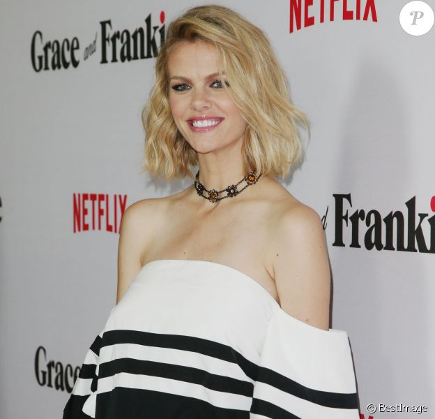 "Brooklyn Decker - Première de la série TV ""Grace and Frankie"" à Los Angeles. Le 29 avril 2015"