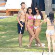 Exclusif - Selena Gomez se baigne avec des amis sur une plage de Puerto Vallarta, au Mexique, le 15 avril 2015.