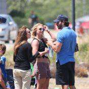 Britney Spears : Grosse attelle et minishort pour soutenir Jayden et Sean !