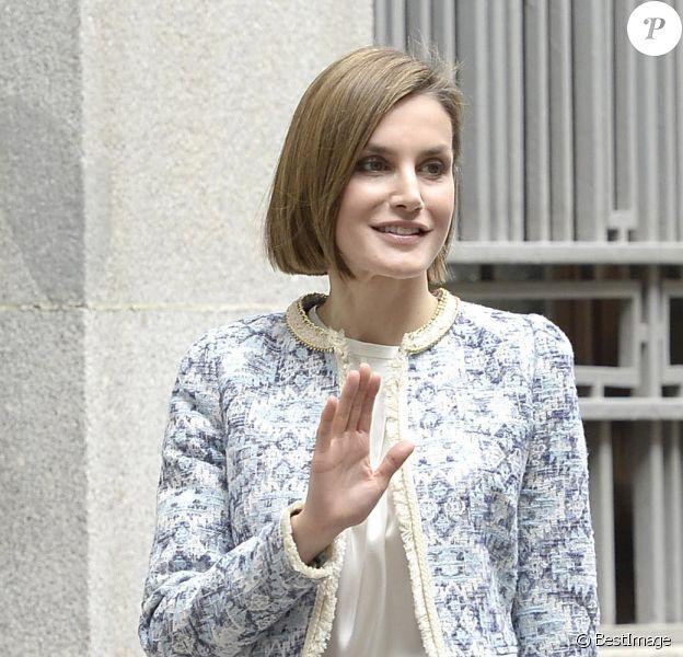 La reine Letizia d'Espagne prenait part le 4 mai 2015 à une réunion de l'Association espagnole de lutte contre le cancer, dont elle est la présidente d'honneur.