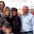 Ashton Kutcher avec sa famille. (capture d'écran)