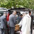 Arrivée du cercueil - Obsèques de Patachou en l'église Saint-Justin à Levallois-Perret, le 7 mai 2015. Patachou (Henriette Ragon) est décédée à l'âge de 96 ans le 30 avril dernier.07/05/2015 - Levallois-Perret