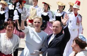 Baptême de Jacques et Gabriella: Bain de foule pour Albert et Charlene de Monaco
