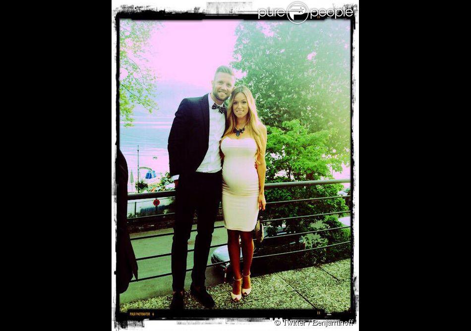 Benjamin des  Anges 6  vient de dévoiler des photos de lui et de sa compagne Sarah très enceinte. Le 13 mai 2015.