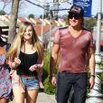 Richie Sambora et sa fille Ava, née de son union avec Heather Locklear, à Calabasas, le 10 mars 2012.