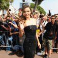 Miranda Kerr arrive à la plage Magnum à Cannes le 14 mai 2015.