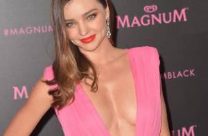Miranda Kerr, sexy et décolletée : Fêtarde espiègle pour Magnum