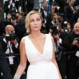 """Emmanuelle Béart - Montée des marches du film """"Irrational Man"""" (L'homme irrationnel) lors du 68e Festival International du Film de Cannes, à Cannes le 15 mai 2015."""