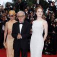 """Parker Posey, Woody Allen, Emma Stone - Montée des marches du film """"Irrational Man"""" (L'homme irrationnel) lors du 68e Festival International du Film de Cannes, à Cannes le 15 mai 2015."""
