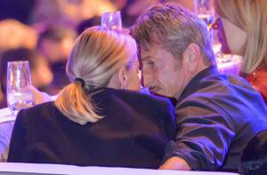 Charlize Theron et Sean Penn : Tendres baisers devant le show de Conchita Wurst