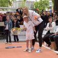 Maria Sharapova avait rendez-vous avec Kei Nishikori et Michael Chang pour un événement organisé par Tag Heuer pour l'association Théodora, sur les Champs Elysées, le 18 mai 2015 à Paris
