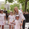 Maria Sharapova sur les Champs Elysées pour un événement organisé par Tag Heuer pour l'association Théodora, le 18 mai 2015 à Paris