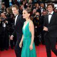 """Natalie Portman, László Nemes - Montée des marches du film """"Sicario"""" lors du 68e Festival International du Film de Cannes le 19 mai 2015"""