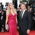 """Antonio Banderas et sa compagne Nicole Kimpel - Montée des marches du film """"Sicario"""" lors du 68e Festival International du Film de Cannes le 19 mai 2015"""