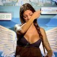 Julia des  Anges 7  décide de quitter l'aventure à cause de sa relation chaotique avec Steven. Episode des  Anges 7  diffusé le 13 mai 2015.