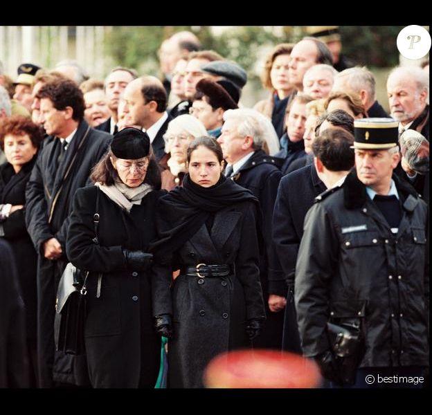 Anne et Mazarine Pingeot lors des funérailles de François Mitterrand en janvier 1996.
