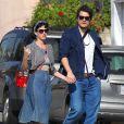 Katy Perry et son petit ami John Mayer se baladent et font du shopping à Hollywood. Katy ne porte plus l'alliance qu'elle avait à l'annulaire gauche lors de la Saint-Valentin alors que des rumeurs de fiançailles se font de plus en plus préssantes.