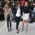 """Inès de La Fressange et ses filles Nine et Violette d'Urso - Arrivée des people au 2ème défilé de mode """"Chanel"""" Haute Couture Automne-Hiver 2014/2015 au Grand Palais à Paris, le 8 juillet 2014."""
