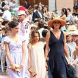Inès de la Fressange et ses filles arrivent au mariage religieux d'Albert et Charlene de Monaco en 2011