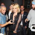 Pamela Anderson à la sortie de Crossroads, un restaurant vegan à West Hollywood le 7 mai 2015