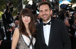 Natacha Polony : Sexy en cuir devant Vincent Mc Doom survolté en robe à Cannes