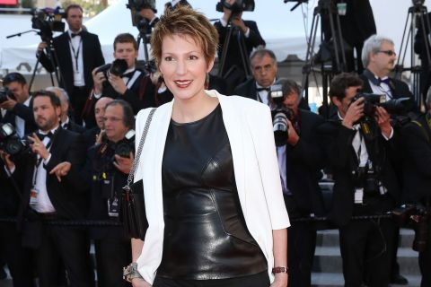 Natacha Polony : Sexy en cuir devant Vincent Mc Doom survolté en robe à Cannes