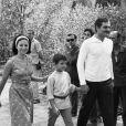Omar Sharif et son épouse Faten Hamama, aux côtés de leur fils Tarek, en 1965, sur le tournage du Docteur Jivago