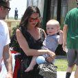Exclusif - David Arquette se promène avec sa femme Christina McLarty et leur fils Charlie à Malibu, le 24 mai 2015