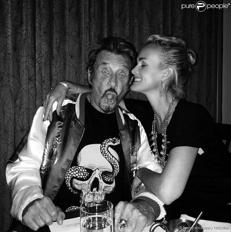 Johnny et Laeticia Hallyday dans un restaurant de Santa Monica, mai 2015.