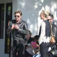 Exclusif - Johnny Hallyday, sa femme Laeticia et leurs filles Jade et Joy profitent d'une journée ensoleillée à Malibu, le 12 avril 2015. Laeticia, accompagnée de sa grand-mère Eliette et de la nounou Maryline, a fait du shopping chez Planet Blue pour acheter des serviettes de plage. Pendant ce temps, Johnny a fait un tour de moto avec un ami.