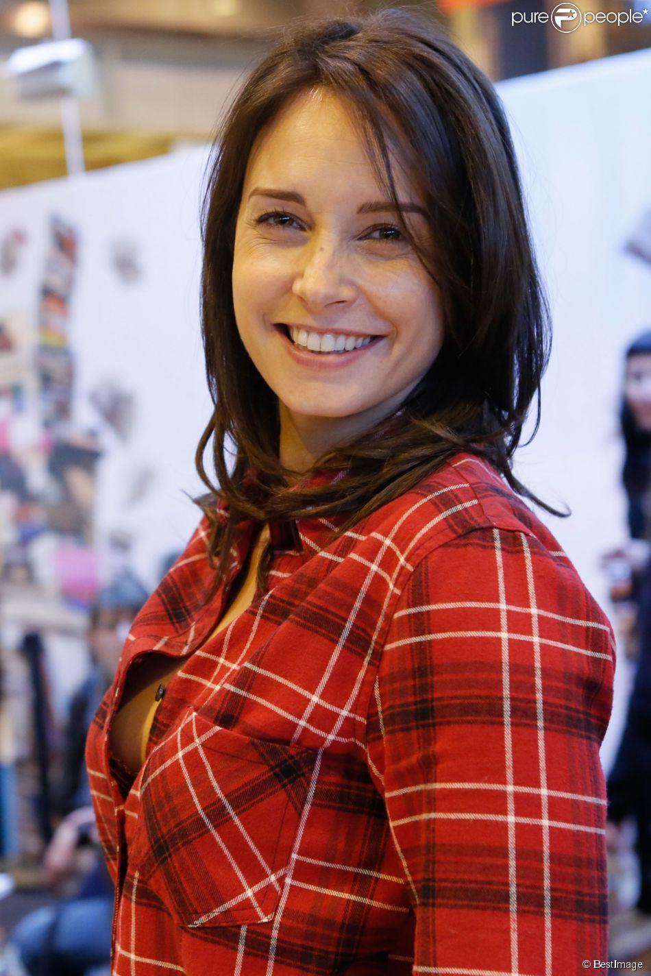 ASHLEY JUDD interview photos 2007 Redbook magazine