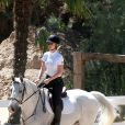 Exclusif - Iggy Azalea fait du cheval dans un ranch à Los Angeles, le 30 mars 2015.