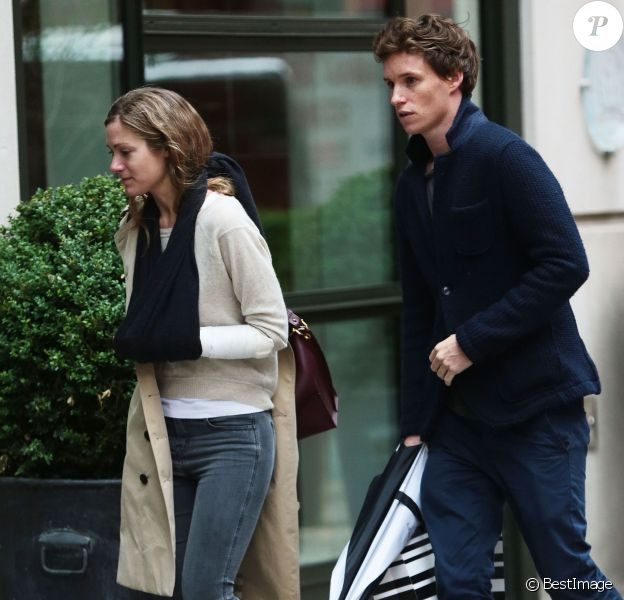 Eddie Redmayne et sa femme Hannah Bagshawe devant leur hôtel à New York, le 1er juin 2015.
