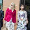La princesse Victoria de Suède et la princesse Mette-Marit de Norvège au Eat Forum à Stockholm le 1er juin 2015