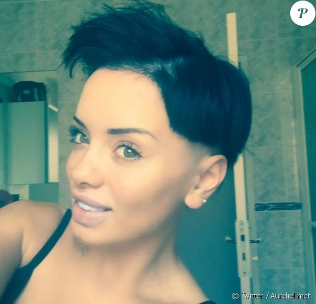 Aurélie des Marseillais (W9) ne cesse de changer de coupe de cheveux. Cette fois elle a carrément osé raser un bout de son crâne. Le 4 juin 2015.