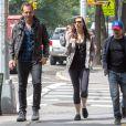 Daniel Radcliffe et sa petite-amie Erin Darke se promènent avec Will Arnett à New York, le 5 juin 2015.
