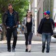 """Daniel Radcliffe et sa compagne Erin Darke se promènent avec Will Arnett à New York, le 5 juin 2015."""