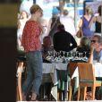 """Exclusif - Hugh Laurie et Elizabeth Debicki - Tournage de la série """"The night manager"""" à Majorque en Espagne le 5 juin 2015."""