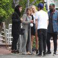 Sofia Richie (la petite soeur de Nicole Richie) et son petit-ami Jake Andrews sont allés déjeuner avec des amis chez Fred Segal à West Hollywood, le 9 juin 2015.
