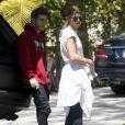 Exclusif - Sofia Richie, la petite soeur de Nicole Richie, discute avec son petit-ami Jake Andrews devant chez lui à Beverly Hills, le 6 juin 2015.