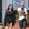 Sofia Richie quitte le Fred Segal en compagnie d' amis à Los Angeles Le 17 Avril 2015