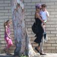 Exclusif - Nicole Richie emmène ses enfants Harlow et Sparrow dans une salle de gym à Los Angeles le 2 juin 2014