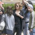 """Jennifer Lopez sur le tournage de la série télévisée """"Shades of Blue"""" à New York, le 5 juin 2015. Jennifer Lopez y joue le rôle d'une policière tiraillée entre sa vie de famille et le quotidien du poste de police, menacé par des affaires de corruption."""