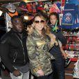 Mariah Carey à la tour Eiffel avec ses enfants Monroe et Moroccan à Paris, le 8 juin 2015.