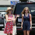 Exclusif - Reese Witherspoon et sa fille Ava Philippe complices à Venice Beach, Los Angeles le 7juin 2015.