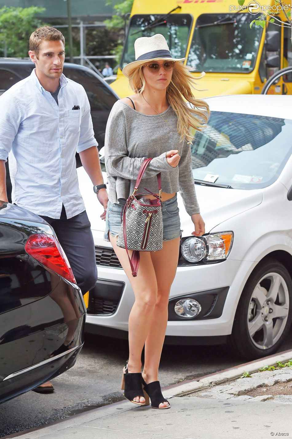 Jennifer Lawrence et son garde du corps Greg Lenz à New York le 10 juin 2015.