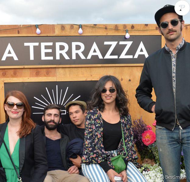 Elodie Frégé, son compagnon Tanel Derard (fils de Helena Noguerra), Florian Chauvet (du groupe de musique Montana) et Camélia Jordana, lors de l'ouverture de la Terrazza Martini, à Paris, le 18 juin 2015.